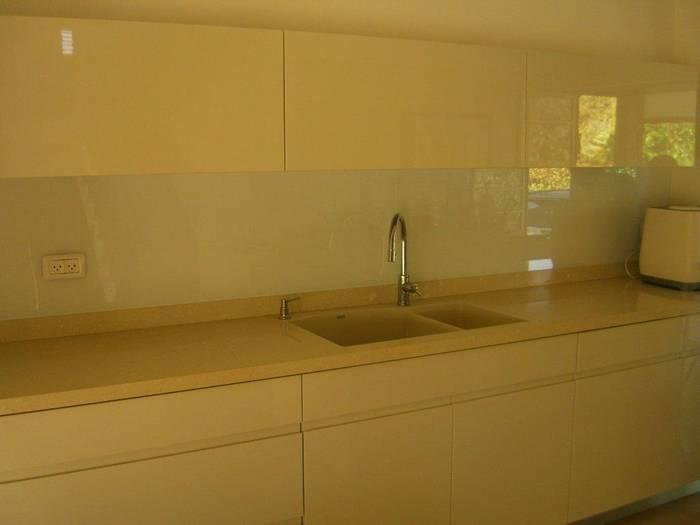 חיפי זכוכית מודפסת למטבח-משפחת נדב רמת-ישי.