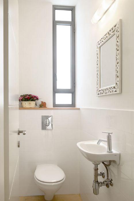 """כיור לשירותי אורחים-קטן במיוחד מידות רוחב 35 עומק 22 ס""""מ.סניטנה פורטוגל."""