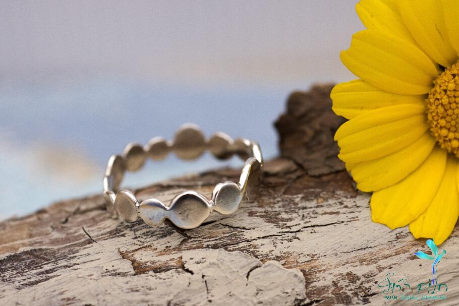 טבעת עיגולים מכסף סטרלינג ממוחזר