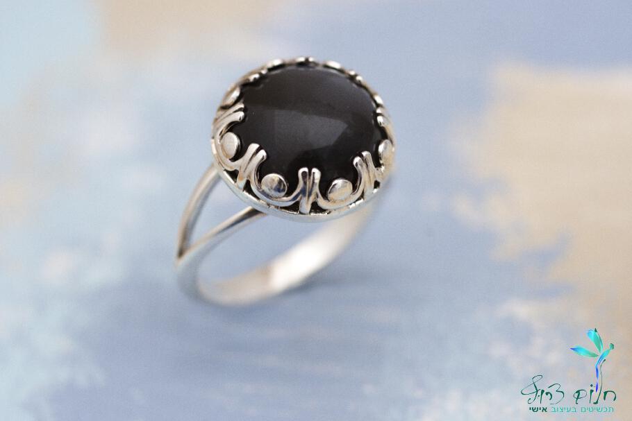 """טבעת """"כתר"""" מכסף סטרלינג עם אבן מונסטון אפורה"""