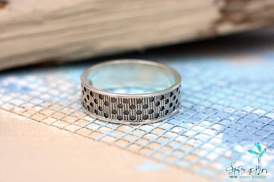 טבעת מכסף סטרלינג מנוקדת מושחרת
