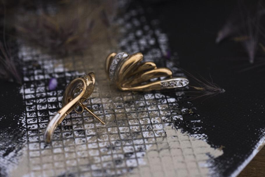 עגילים מזהב 10 קראט כנפיים משובצים יהלומים