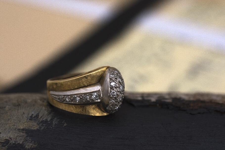 טבעת מזהב 18 קראט משובצת יהלומים