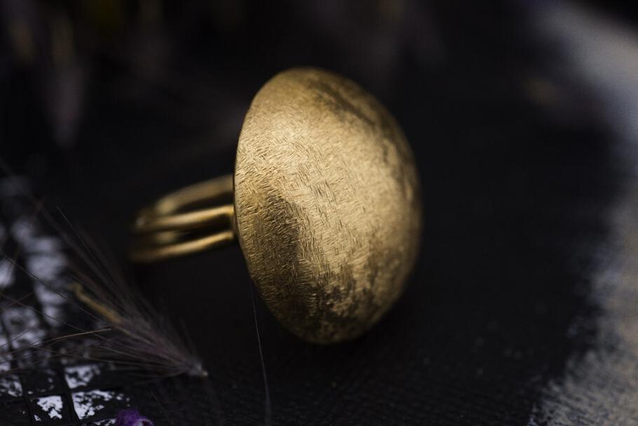 טבעת מזהב 18 קראט עיגול עם טקסטורה