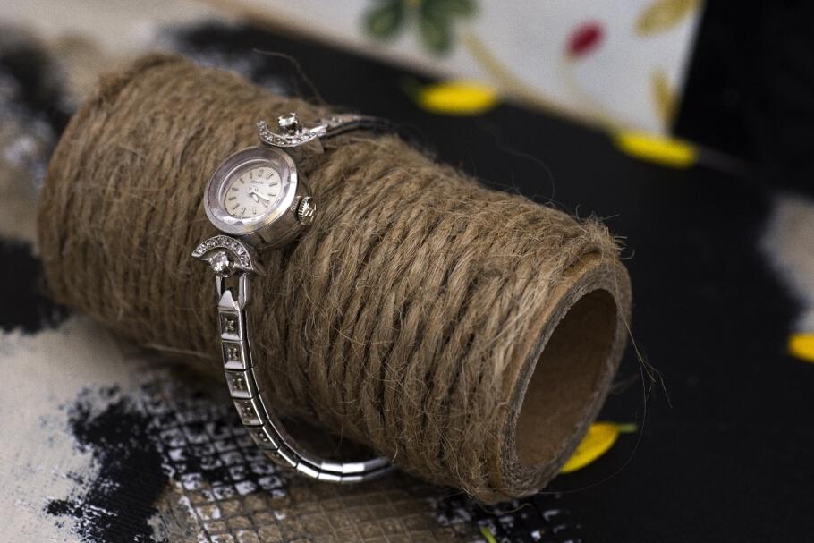 שעון מזהב לבן 14 קראט משובץ זירקונים