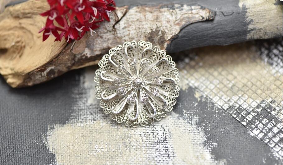 סיכה פיליגרן מכסף בצורת פרח