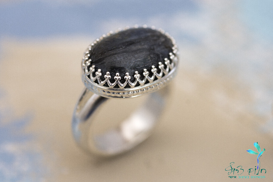 טבעת מכסף סטרלינג משובצת קיאניט טבעית