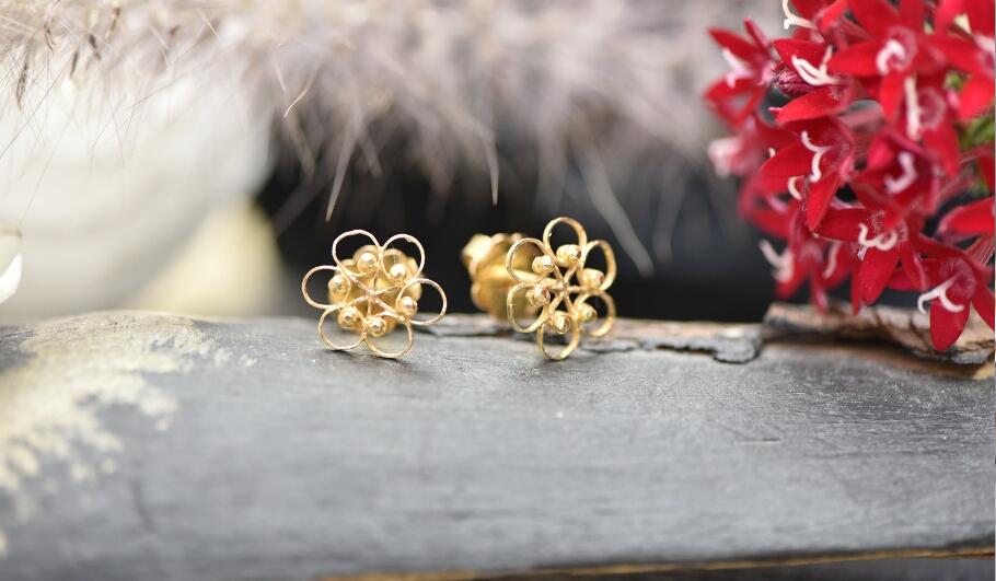 עגילים מזהב 21 קראט צמודים בצורת פרח