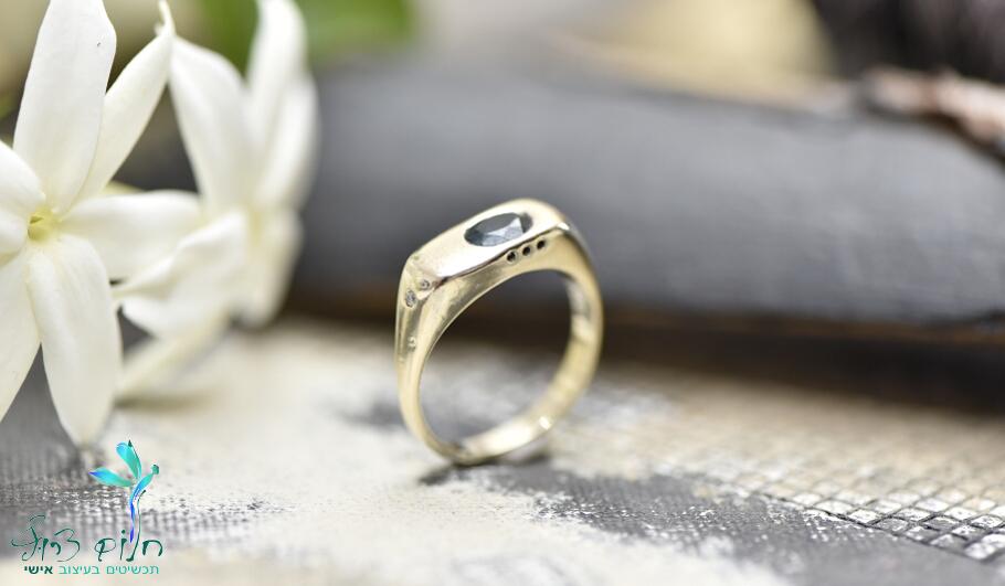 טבעת מזהב לבן 14 קראט משובצת לונדון בלו טופז ויהלום