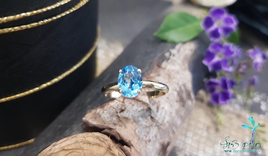 טבעת מזהב 14 קראט משובצת בלו טופז