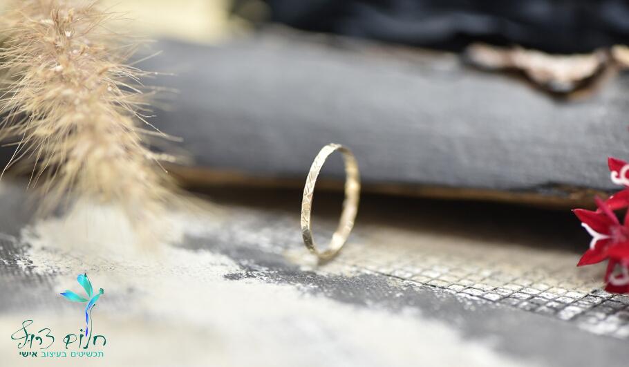 טבעת מזהב לבן 14 קראט מרוקעת למפרק או לאצבע הרגל