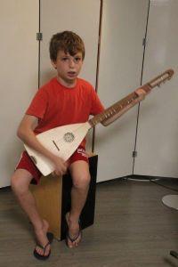 ילדים מנגנים
