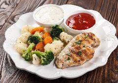 חזה עוף עם ירקות מאודים (ספורטאים)