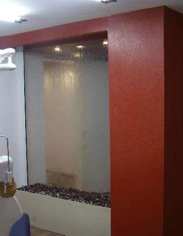 מפל מים קיר זכוכית בין קירות