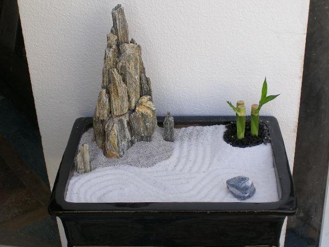 גן יפני עם מגרפה