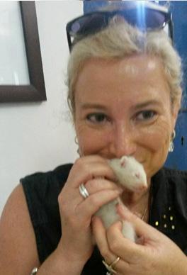מטפלת הנעזרת בבעלי חיים, מתמחה בנוער ונשים