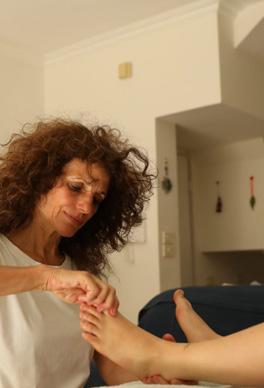 אלה אקסלרוד - רפלקסולוגיה טיפולי גוף/נפש