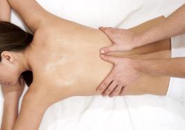 טיפול להפגת שרירי הגב והשכמות
