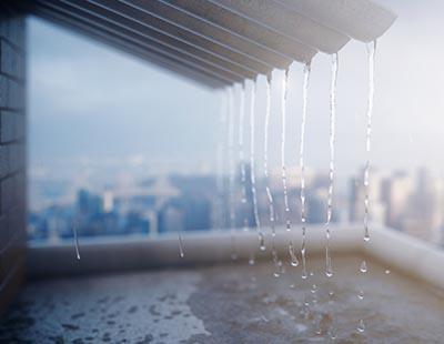 גשם סוחף באתר בנייה