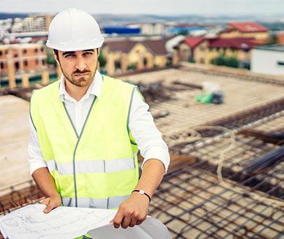 תמונת הנדסאי בודק באתר הבנייה