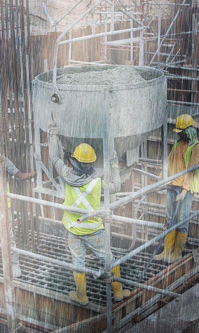 פועלים עובדים בזמן גשם זלעפות