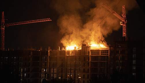 שריפה באתר בנייה