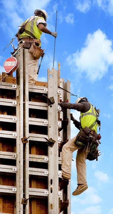 פועלי בניין בעבודה