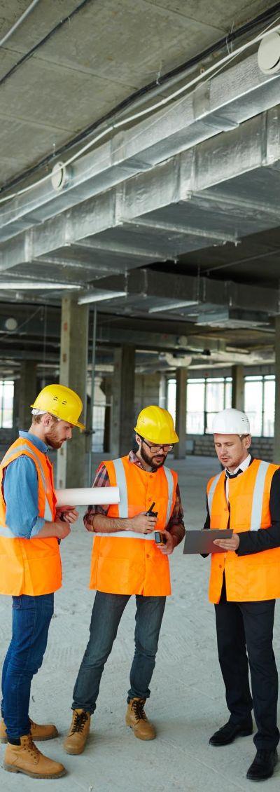 תמונת פועלים באתר בנייה