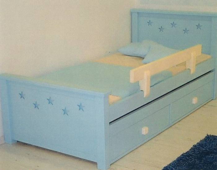 מיטת ילדים דגם כוכבים +מיטת חבר נגררת
