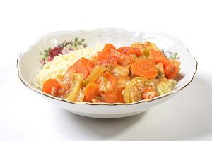 קוסקוס ביתי ותבשיל ירקות עשיר