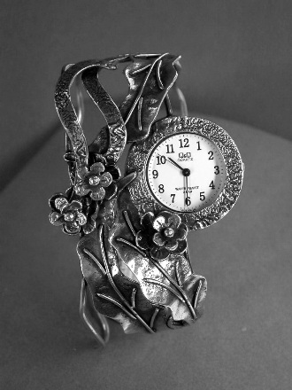 שעון כסף פרחים ועלים
