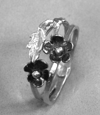 טבעת עלים ופרחים