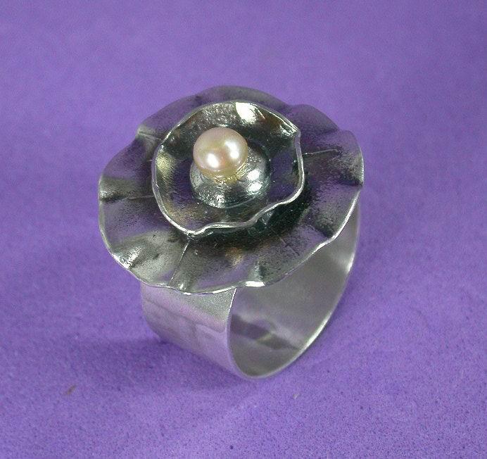 Rose & pearl ring