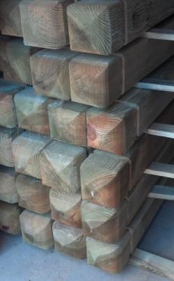 עמודי עץ מעוצבים לגדרות - צוות גדרון