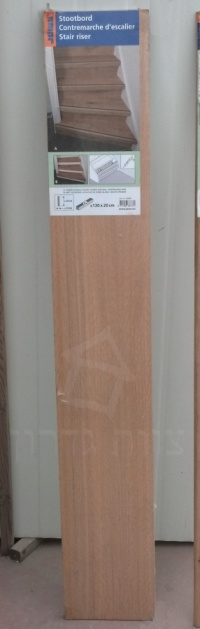מדרגות עץ אלון -ציפוי לרום מדרגה - צוות גדרון