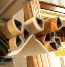 זוית פינה דמויית עץ מ-PVC - צוות גדרון