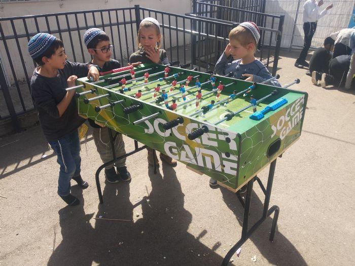 שולחן משחק  כדורגל גדול להשכרה