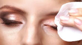 כיצד להסיר איפור עיניים