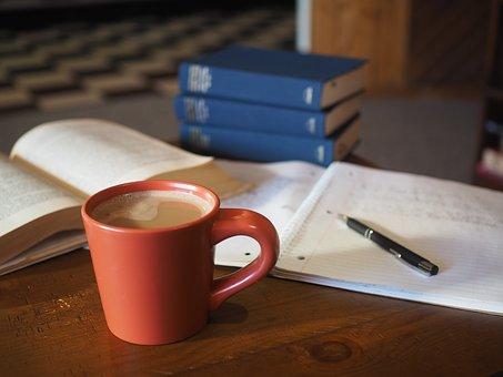 אחד השיאים של מסלול אקדמי בתארים מתקדמים הוא כתיבת
