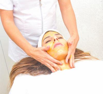 טיפול עם מסכת זהב