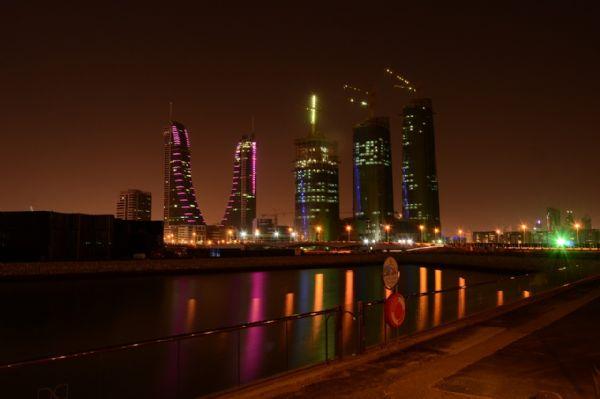 ויזה לבחריין - מבט על העיר בלילה