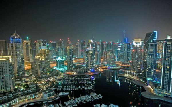 ויזה לדובאי - מבט על גורדי השחקים בדובאי בלילה