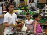 דלפי של משפחת בן ישי בקניות