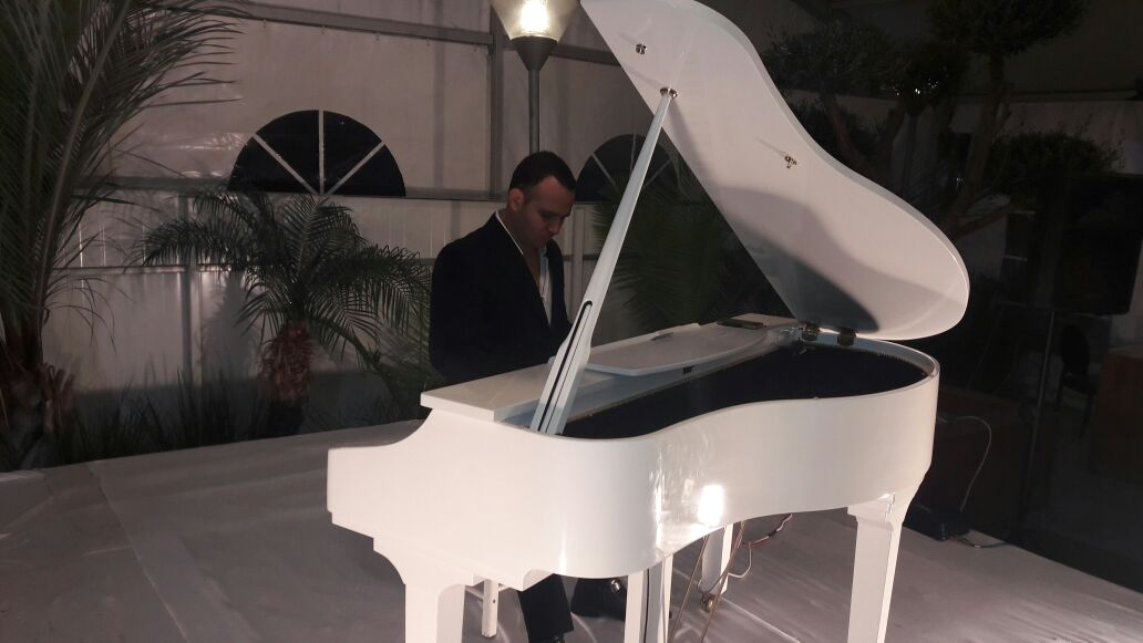 כולם חדשים תכלת הפקות - נגן פסנתר לאירועים UA-64
