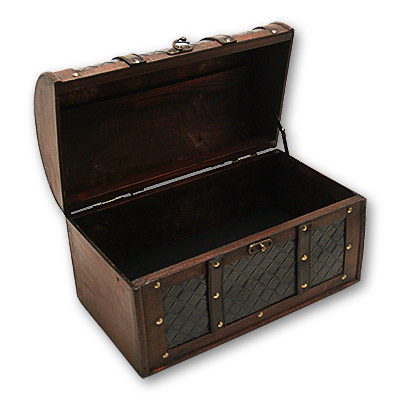 Non gimmicked wooden chest
