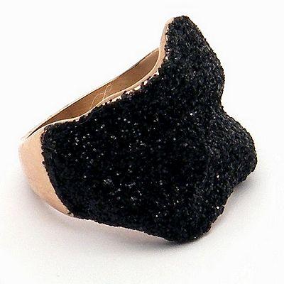 טבעת זהב עלה שבבי מינרל שחור