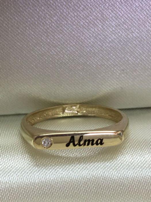 טבעת זהב צהוב מרגשת עם חריטה