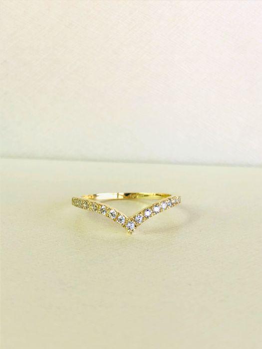 טבעת V זהב 14K משובצת יהלומים
