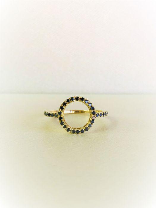טבעת זהב צהוב 14K משובצת יהלומים שחורים