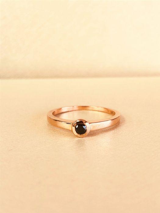 טבעת זהב 14K משובצת יהלום שחור